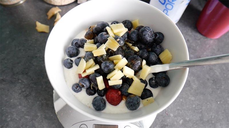Naturjoghurt mit Beeren & Ingwer