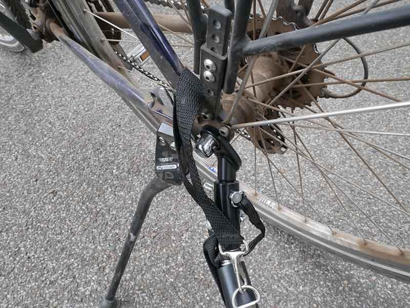 Hamax Outback mit dem Fahrrad verbinden