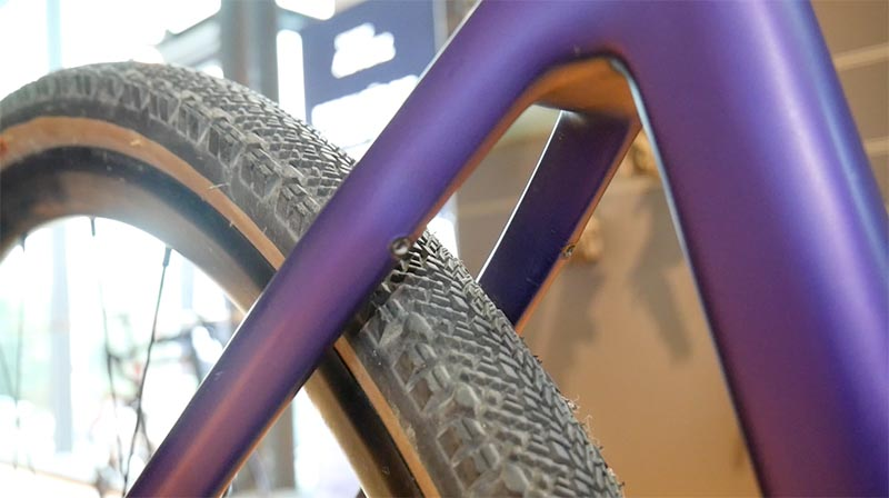 Bis zu 47 mm breite Reifen